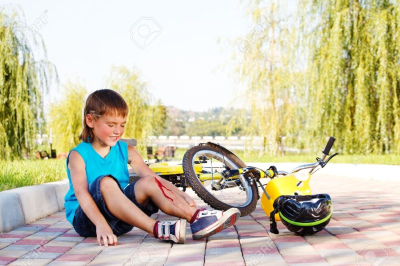 11205262-Unhappy-kid-who-has-fallen-off-the-bike-Stock-Photo-child-accident-bicycle